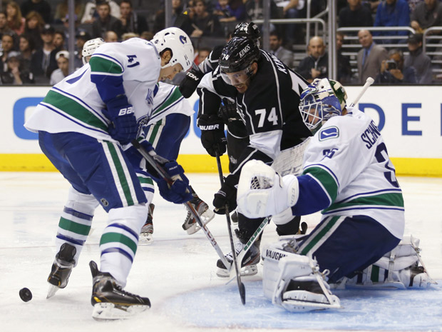 Canucks' Schneider makes 20 saves to shutout the Kings 1 - 0