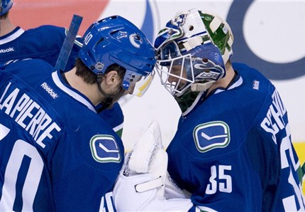 Vancouver Canucks won their fifth straight by defeating the Columbus Blue Jackets 1-0
