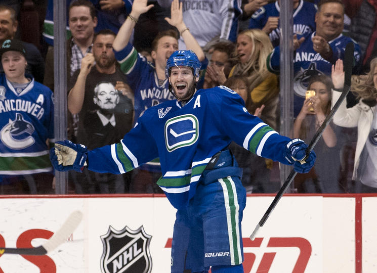 Vancouver Canucks blanked the Phoenix Coyotes 2-0
