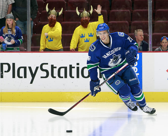 Vancouver Canucks clinch Northwest title with win over Blackhawks 3 - 1