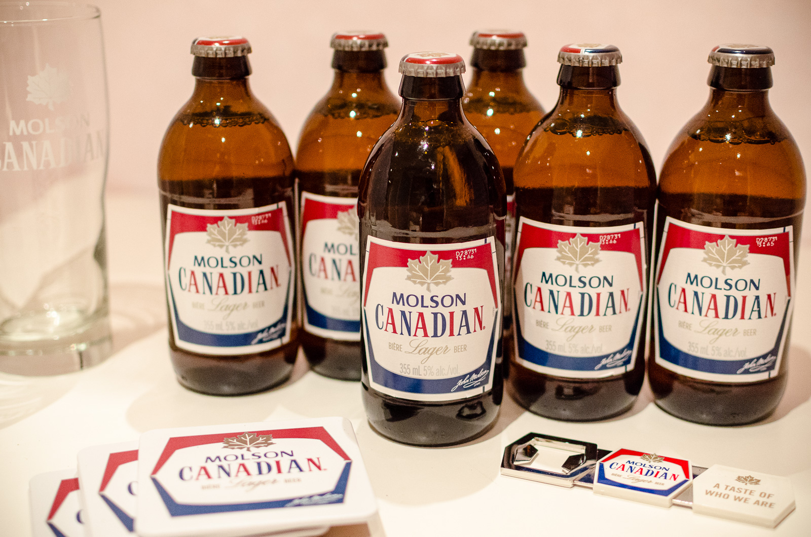 molson canada Keeping beers cold can be tricky during the summer molson canadian is here to help you out join the olympic club, earn points and enter for your chance to win this.